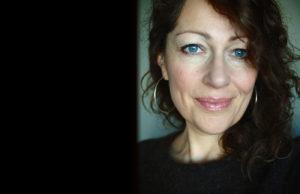 Elisabeth Åsbrink är författare och journalist.