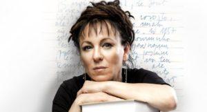 Olga Tokarczuk är författare och psykolog.