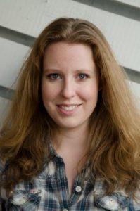 Torill Kornfeldt är vetenskapsjournalist med en bakgrund i biologi och en stark fascination för hur den snabbt växande biotekniken kommer att förändra vår värld. Mammutens återkomst är hennes debutbok.