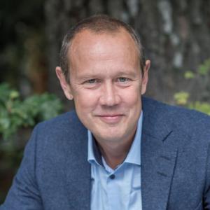 Bo Eriksson är fil dr i historia vid Stockholms universitet samt redaktör för Historisk tidskrift.